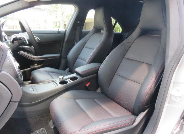 Mercedes Benz CLA180 AMG-Line full