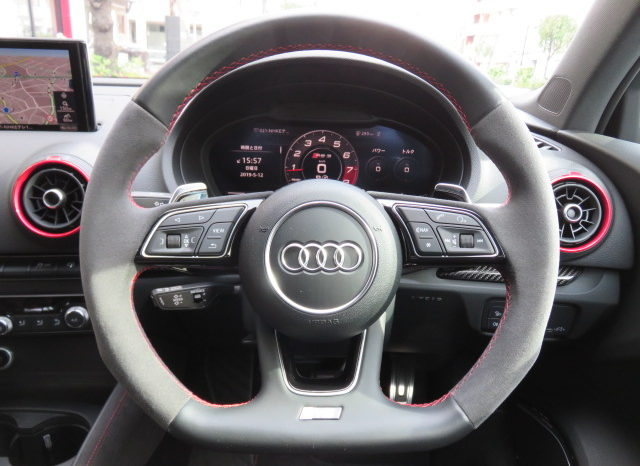 Audi RS3 Sedan 2.5 Quattro full